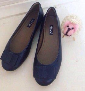 Тёмно синие туфли