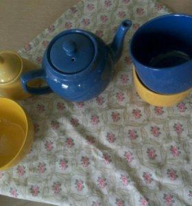 Чайник,две большие чашки,сахарница и миска
