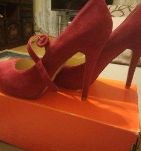 Новые туфли 39 р