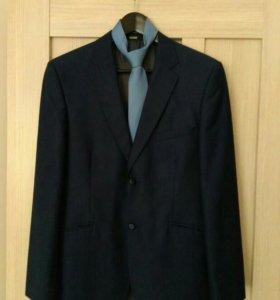 Классический синий костюм