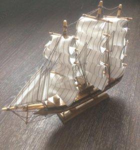 Декоративная модель корабля
