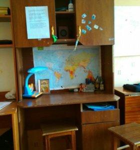 2 письменных стола