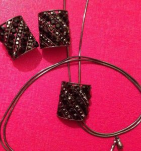 комплект бижутерии-серьги, колье-галстук, кольцо