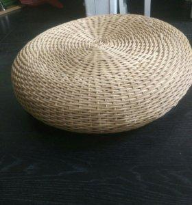 Плетеный пуф