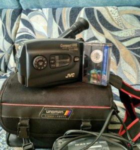 Видеокамера JVC в рабочем состоянии