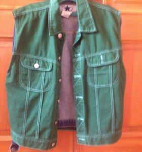 Зелёный джинсовый жилет