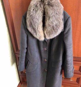 Пальто с воротником из натурального песца