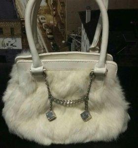 Маленькая меховая сумка