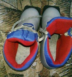 Ботинки лыжные для стандартного крепления.