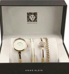 Часы Anne Klein с тремя браслетами