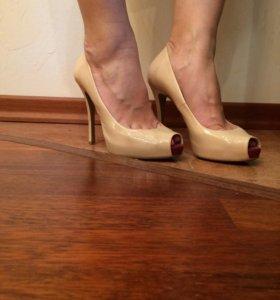 Бежевые туфли Fabi
