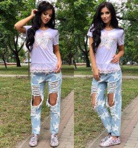 В Наличии джинсы и футболка