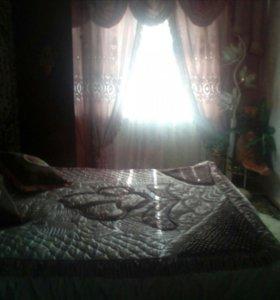 Покрывалои шторы для данной спальни