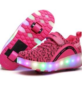 Кроссовки, светящиеся с роликами. размер 40