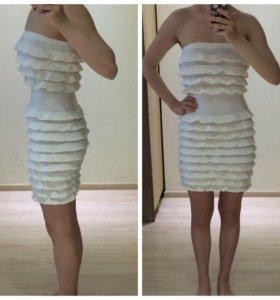 Красивое белое платье сарафан