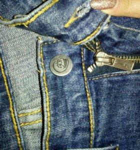 Джинсы 42 р. И джинсовый жилет 42 р.