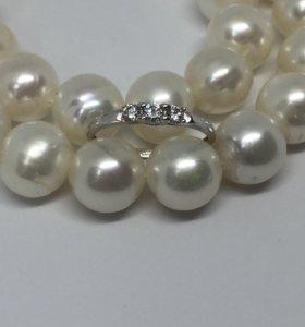Новое золотое кольцо с бриллиантами