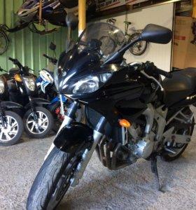 Мотоцикл Yamaha Fazer 600 дорожный