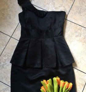Роскошное платье дизайнерской драппировкой Лондон