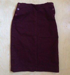 Бордовая юбка миди в обтяжку