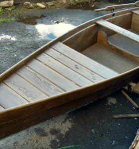 Лодка деревянная