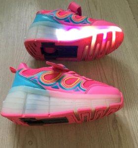 Кроссовки светящиеся с роликами