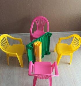 Детские стульчики и столик