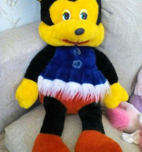 Мягкие игрушки ( мики-маус и заяц )