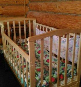Детская кроватка с матрасом и ящиком для белья