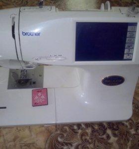 Швейно вышивальная машина