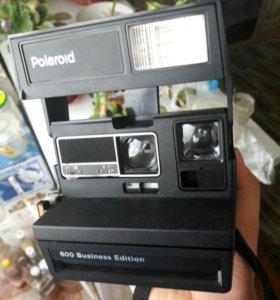 Фотоаппарат мгновенной печати из 90-х