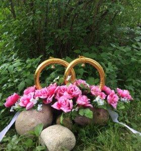 Кольца и цветы на автомобиль свадебное украшение