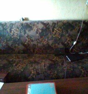 Продам шкаф, диван и компьютерный стол