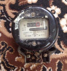 Электрический счётчик,старого образца