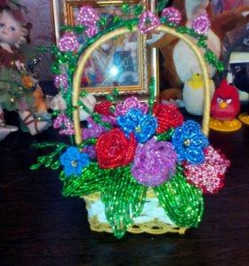 Корзиночка с цветами из бисера