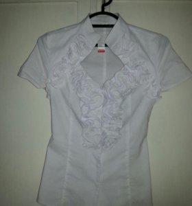 Блузка белая с вырезом