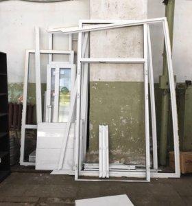 Пластиковая дверь с рамой