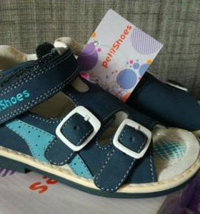 Новые сандалии 25 размер