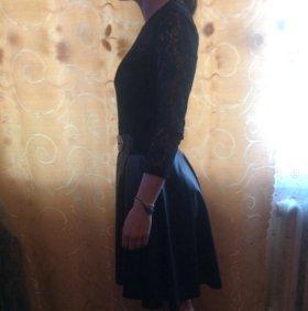 Платье с кожаной юбкой.