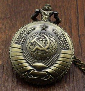 Часы на цепочке «Серп и Молот»