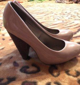 Лакированные туфли в хорошем состоянии , 39-40р