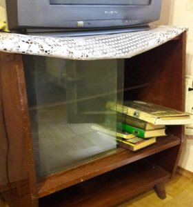 Тумбочка под ТВ деревянная лакированная