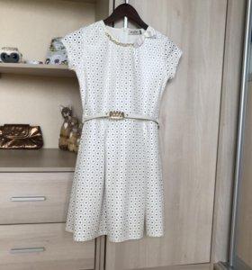 Белое,кожаное платье для девочки.