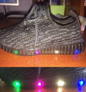 Новые кросы детские, светящиеся