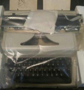 Пишущая портативная машинка《Любава》