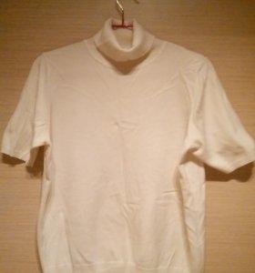 Джинсы+блузка+водолазка с коротким рукавом.