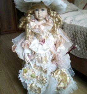 Форфоровая кукла ,огромная