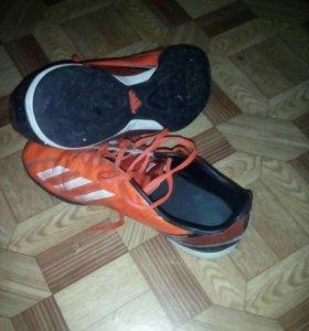 Футбольные кроссовки с шипами