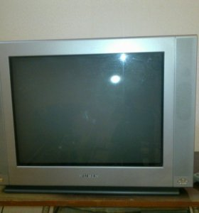 Телевизор + видеомагнитофон (в подарок)