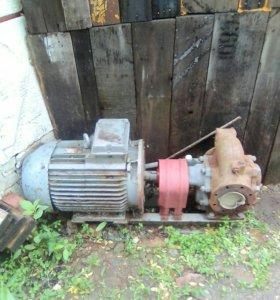 Электродвигатель с насосом